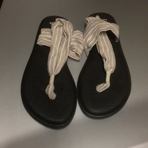 Sanuk sandals tan and white